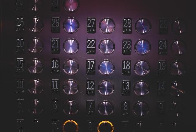 les boutons d'un ascenseur