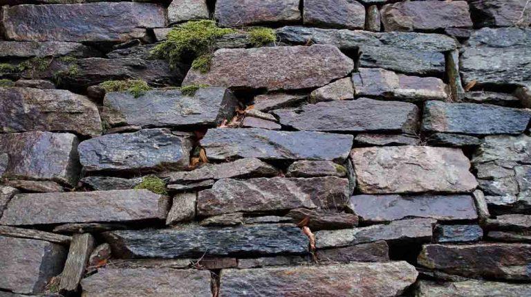 image d'un mur de soutènement en pierre