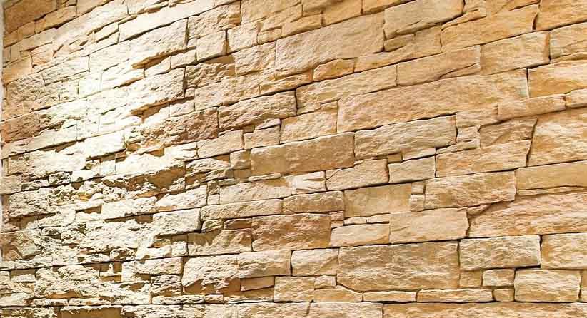 un vieux mur recouvert de parement