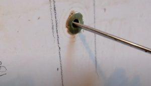 Une cheville Molly dans un mur